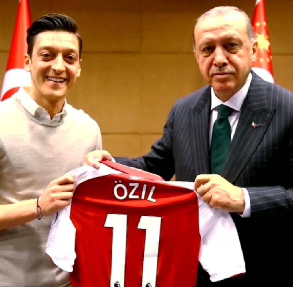 Wirbel-um-Fotos-von-Mesut-Oezil-mit-Erdogan