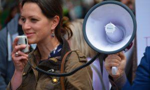 Warum die Ausweispflicht im Internet die Meinungsfreiheit einschränkt