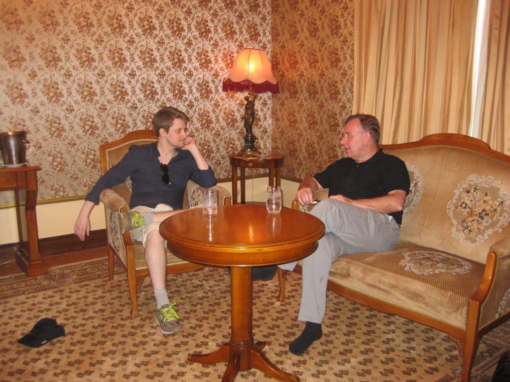 Robert Tibbo mit Edward Snowden am 26. Juli 2016 (Foto: Tibbo). Kein Asyl in Österreich und Deutschland