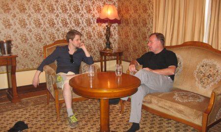 Robert Tibbo mit Edward Snowden am 26. Juli 2016 (Foto: Tibbo)