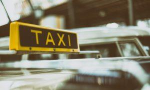 Aus für Kampfpreise: Parlament will Uber-Fahrer mit Taxi-Fahrern gleichstellen