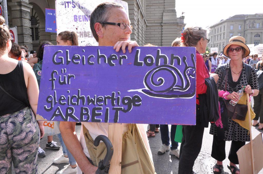 Eine violette Schnecke ist das Symbol des Schweizer Frauenstreiks