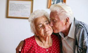 Härtefälle im schwarz-blauen Oberösterreich: Ehepaar muss nach 65 Jahren getrennt leben