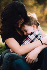 Kinderarmut Kind arm traurig
