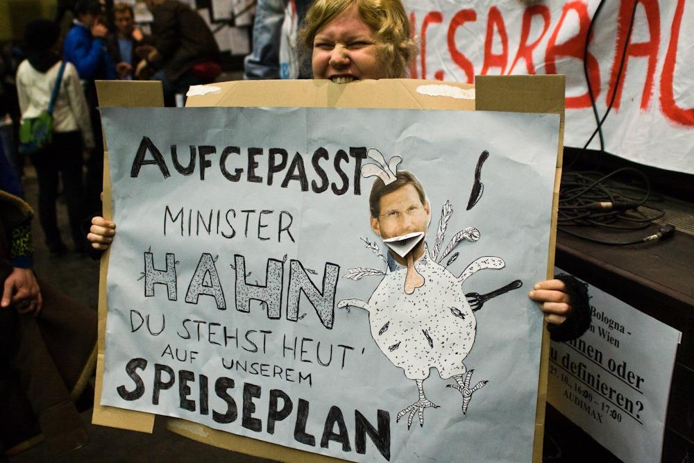 Uni brennt kritisiert ÖVP Minister Hahn