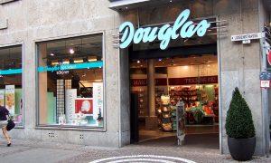 Douglas blockiert Betriebsrat und kündigt Mitarbeiter