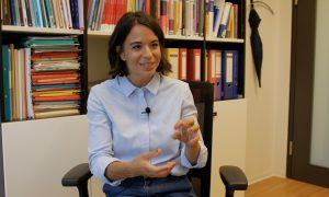 """""""Frauen schlechter zu bezahlen, das sollte in Österreich verboten sein"""" - Interview mit Ökonomin Mader"""