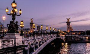 Pensionen sollen bleiben, Macron gehen: Franzosen protestieren gegen Kürzungen