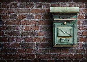 Briefkastenfirmen sind ein häufiges Mittel zur Steuerflucht von großen Konzernen. Das Bild zeigt Symbolhaft einen Briefkasten für diese Firmenkostrukte.