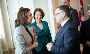 ÖVP-Karriere: Wie Edtstadler Korruptionsstaatsanwältin wurde - obwohl sie Anforderungen nicht erfüllte