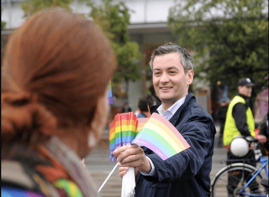 Robert Biedroń: LGBT-Aktivist undEx-Bürgermeister, der für die linke Partei in der polnischen Politik mitmischen möchte