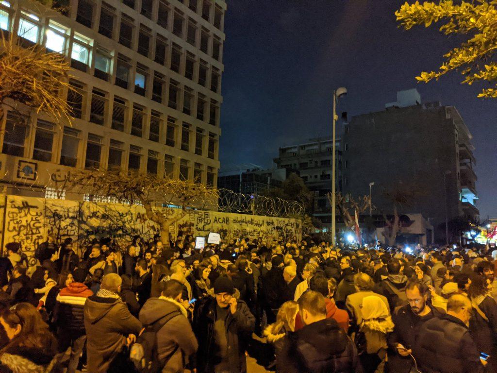 Auf dem Foto erkennt man eine Demonstration in der Hauptstadt von Libanon, Beirut. Proteste der Bevölkerung kreiden die schlechte politische Lage an.