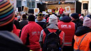 Bei der Kollektiv-Vertrag wird derzeit neu verhandelt. Die Gewerkschaft demonstiert für den 35 Stunden Tag. Denn die Erfahrung zeigt: In den sozialen Berufen, wie Pflegeassistenz, sind 40 Stunden nicht möglich.