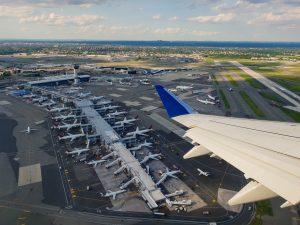 Flugsteuern können zu Schließungen von kleineren Flughäfen führen. Der Flugverkehr könnte beeinträchtigt werden.