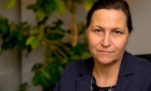 Eva Scherz, Chefverhandlerin der Gewerkschaft, setzt sich für die 35-Stunden-Woche in den Verhandlungen ein.