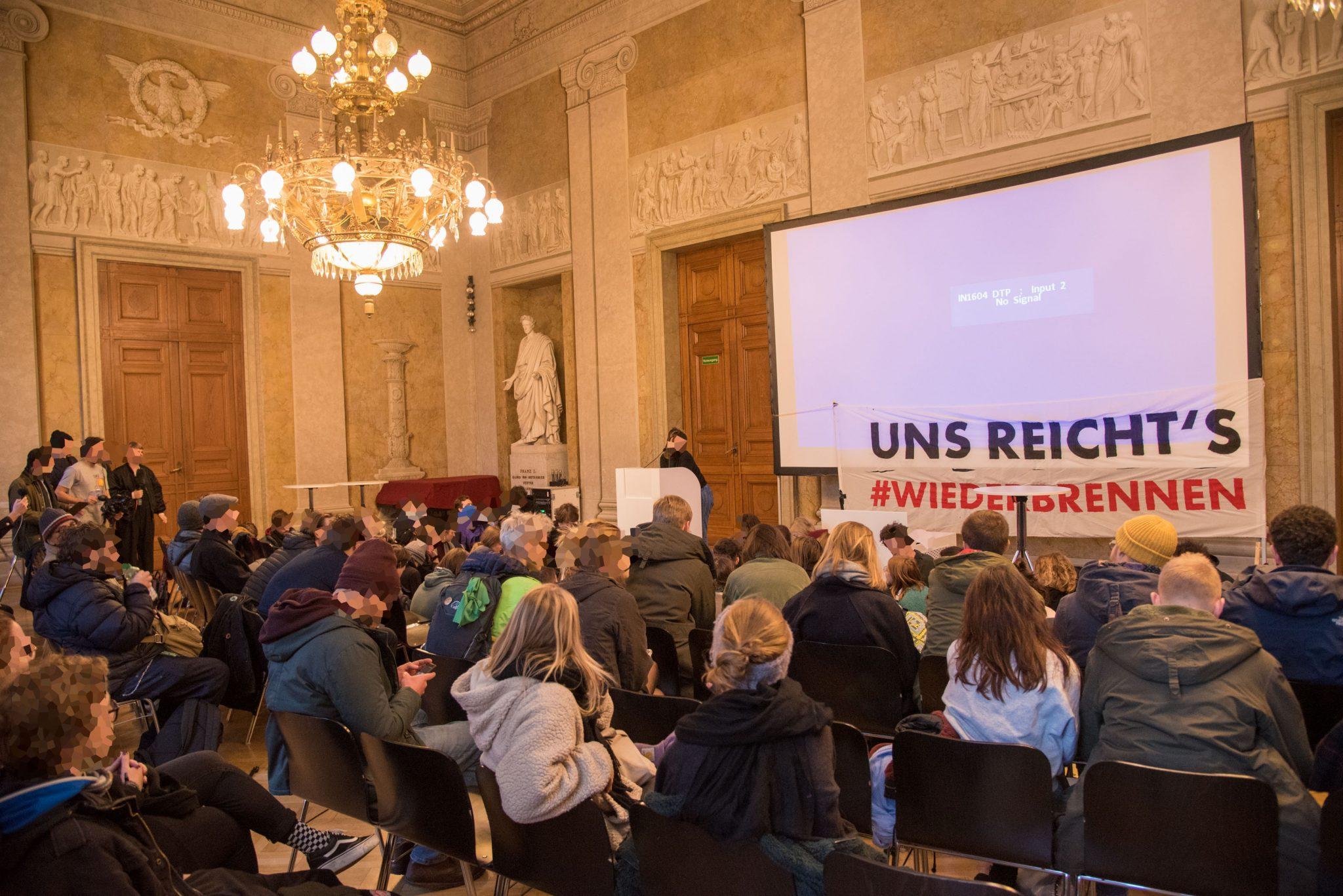 Aufnahmeprüfungen an Österreichs Universitäten treiben Studierende zum Protest