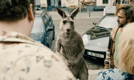 """Marc-Uwe Klings """"Die Känguru Chroniken"""" ist nun endlich als Film in die Kinos eingezogen. Das Känguru kämoft gegen rechten Populismus."""