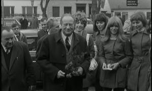 Das Video zeigt Bruno Kreisky, SPÖ, bei einer Wahlkampfreise in Niederösterreich.