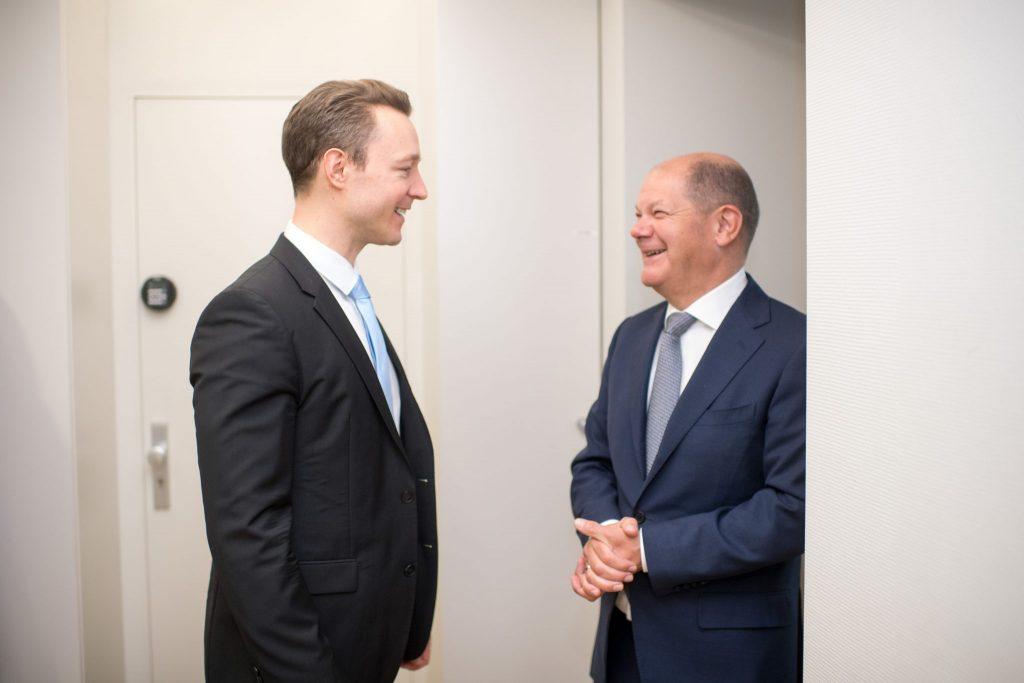 Gernot Blümel und Olaf Schulz sind gegen Eurobonds (=gemeinsame Kredite um Italien und Spanien durch Corona zu helfen)