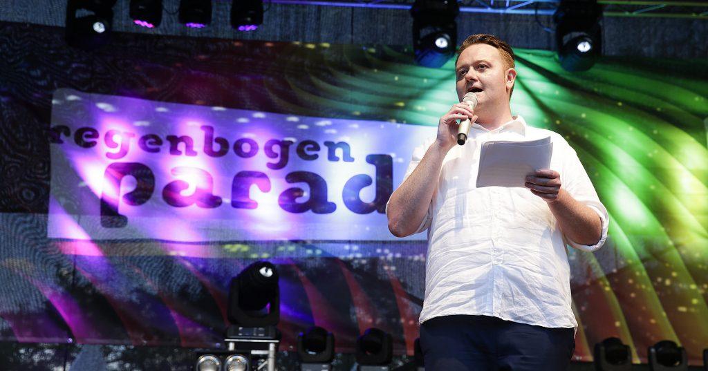 Blutspende für homosexuelle Männer ist in Österreich de facto verboten, kritisiert Mario Lindner