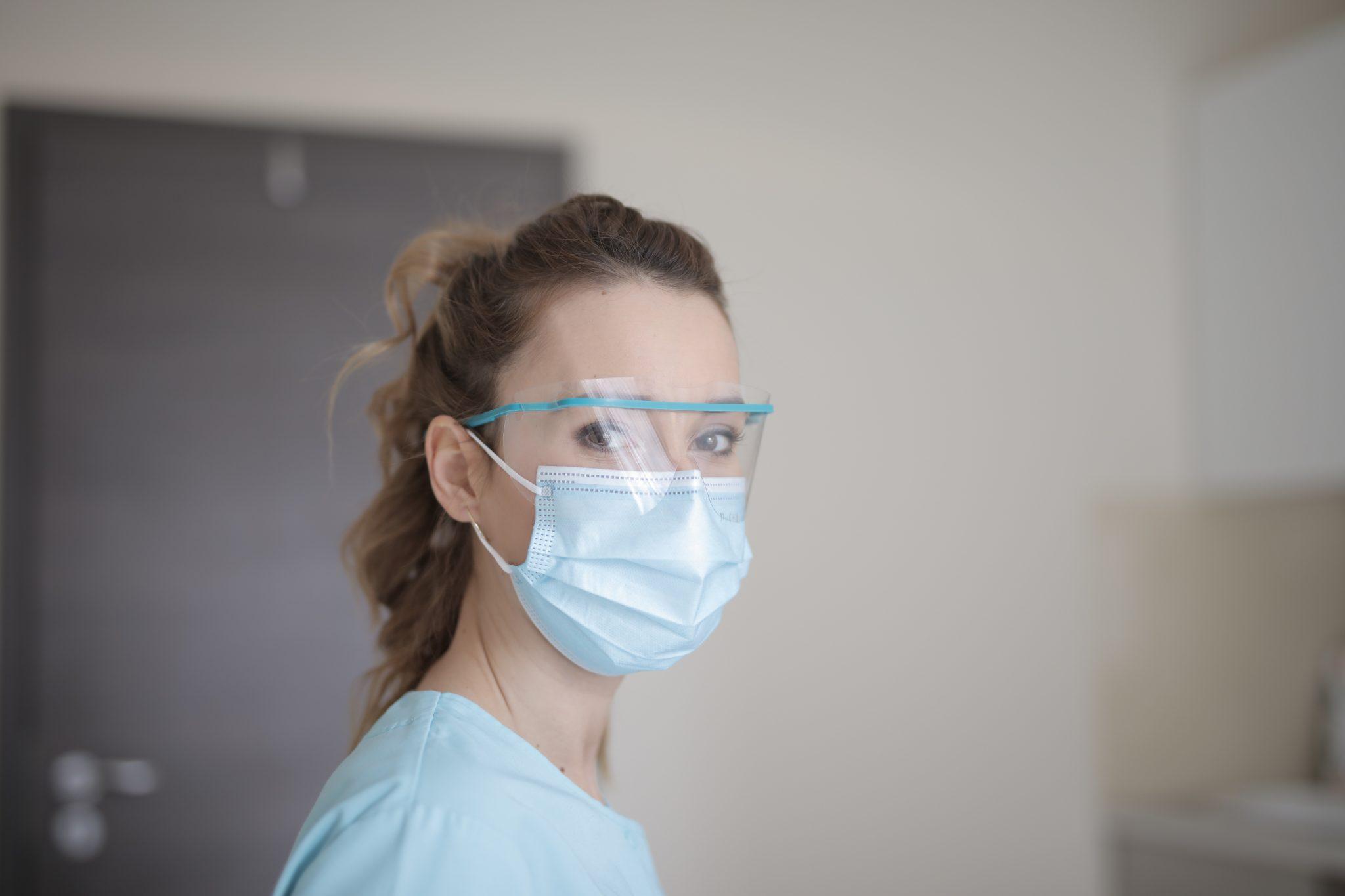 Frankreich ist mit 30.000 Toten hart von der Pandemie getroffen. Nun wurde der nantionale Notstand, der seit März herrschte, beendet.