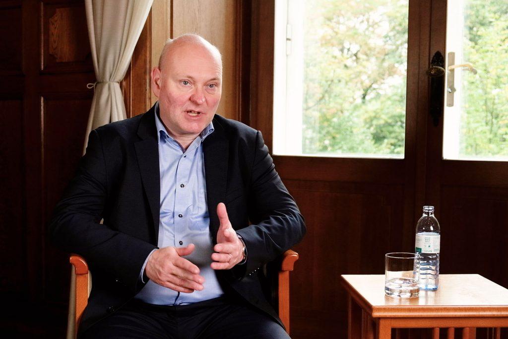 Achim Truger im Interview vor der Preisverleihung des Kurt Rothschildpreis.