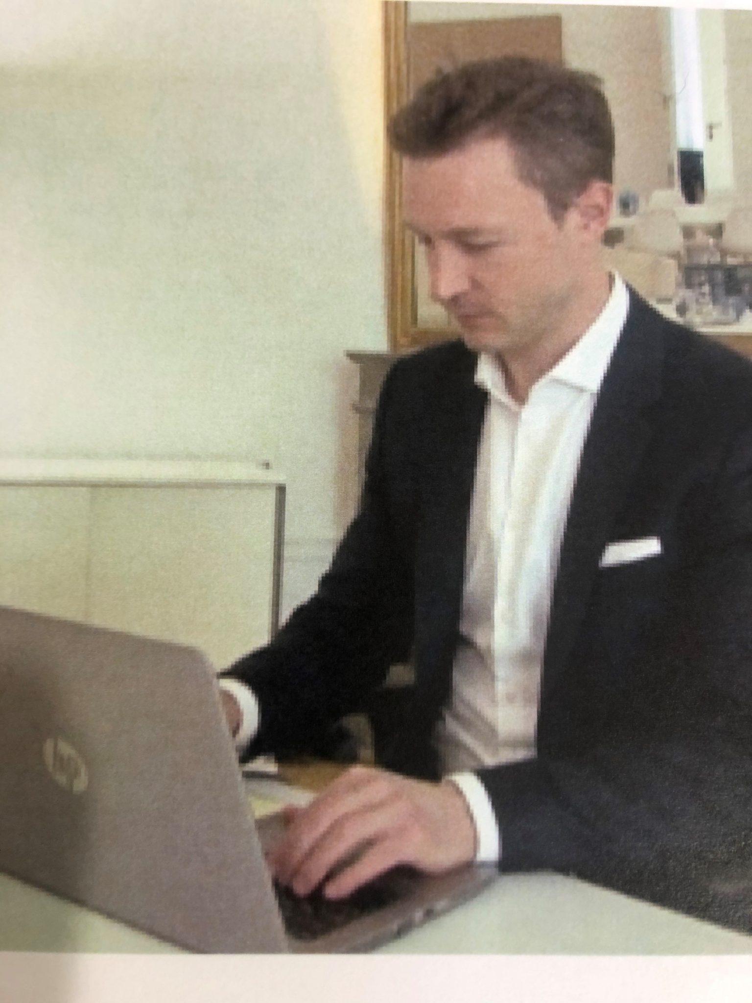 Bildergebnis für kontrast blümel laptop