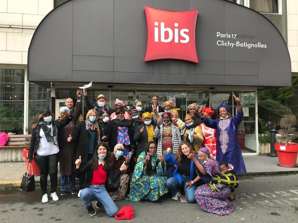 Die Angestellten von Ibis Batignolles feiern ihren Siege. Foto: CGT-HPE